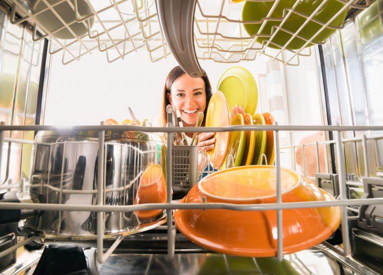 Úsporná domácnosť: 5 dôvodov, prečo s umývačkou riadu ušetríte