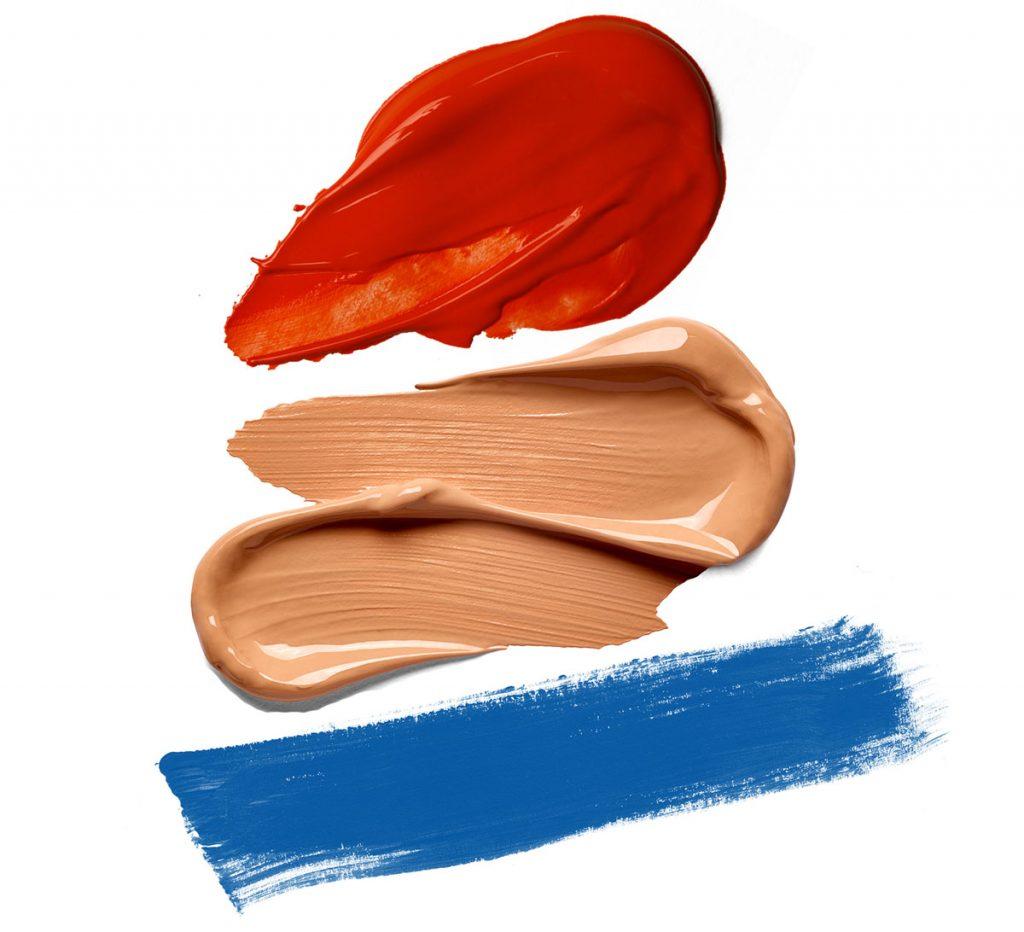 paleta s kombináciou modrej, červenej a béžovej farby
