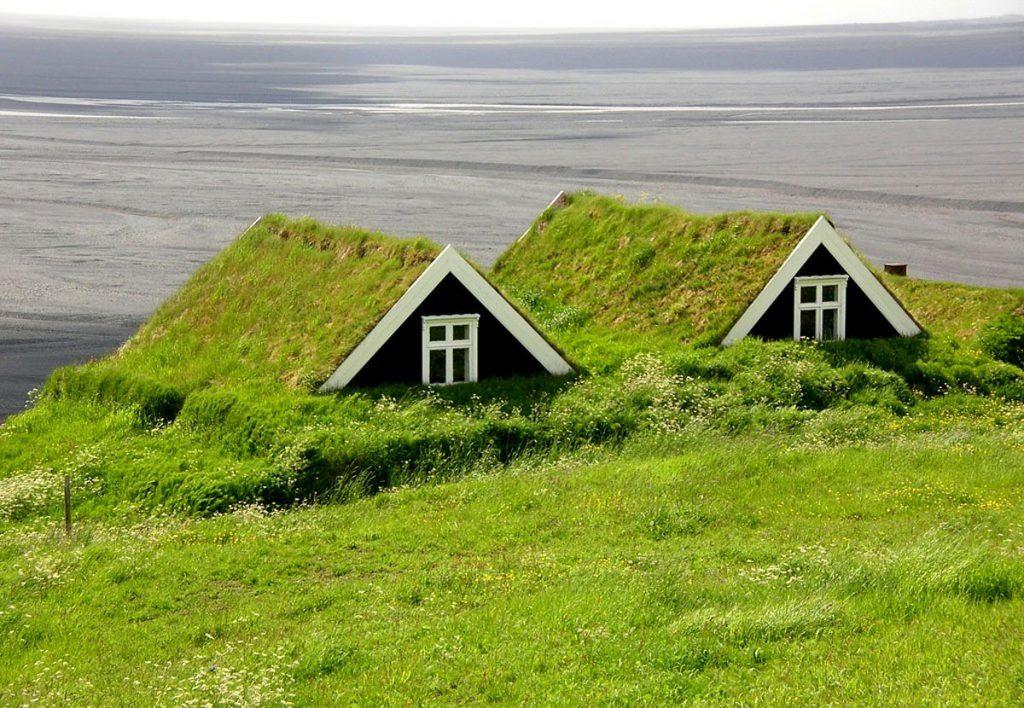 domčeky na Islande so zelenou strechou