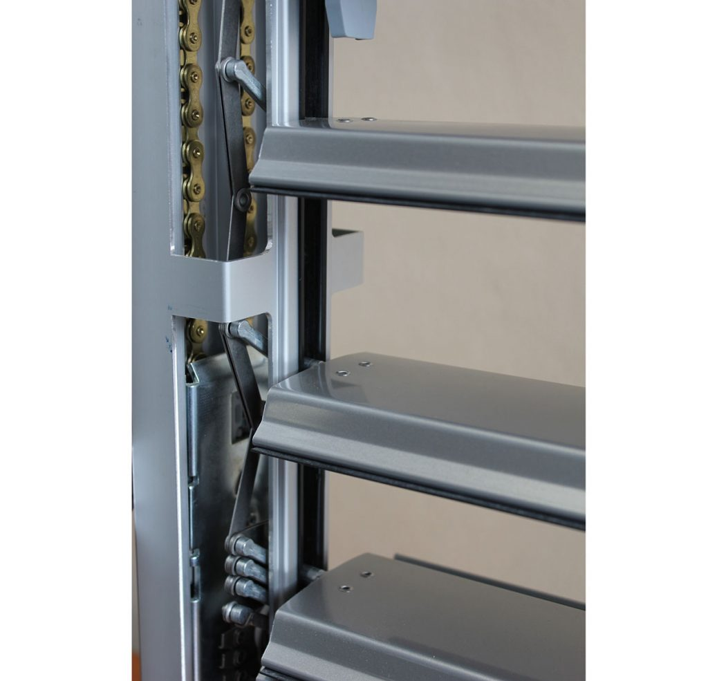 žalúzie s ovládacím mechanizmom skrytým v hliníkových vodiacich lištách
