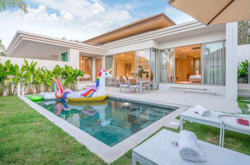 rodinný dom s bazénom na záhrade