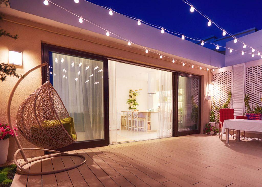 Špeciál o terasách: Dvere prepoja terasu s obytnou časťou. Poradíme s ich výberom!