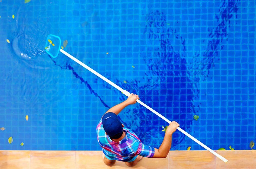 čistenie bazénovej vody pomocou sieťky