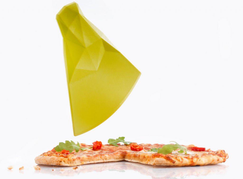 plastový nôž na pizzu