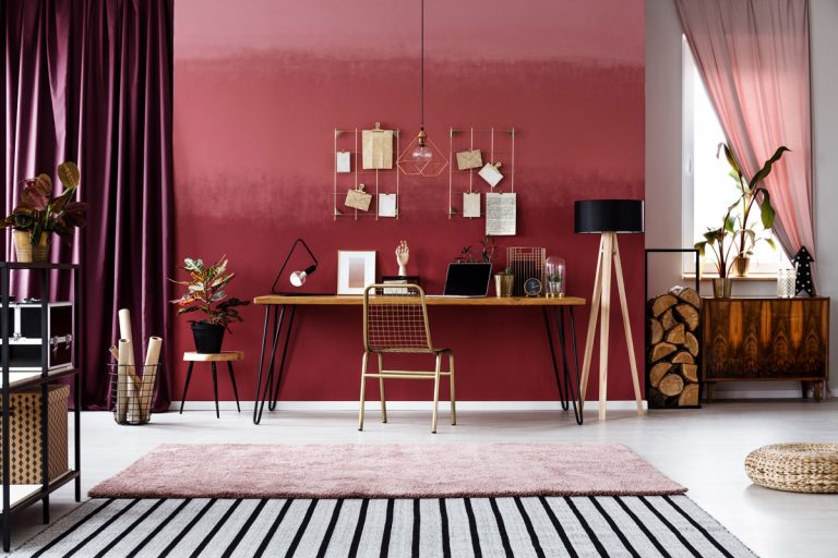 Byť štýlový, znamená byť aj odvážny. Oživte si bývanie dizajnovými stenami!
