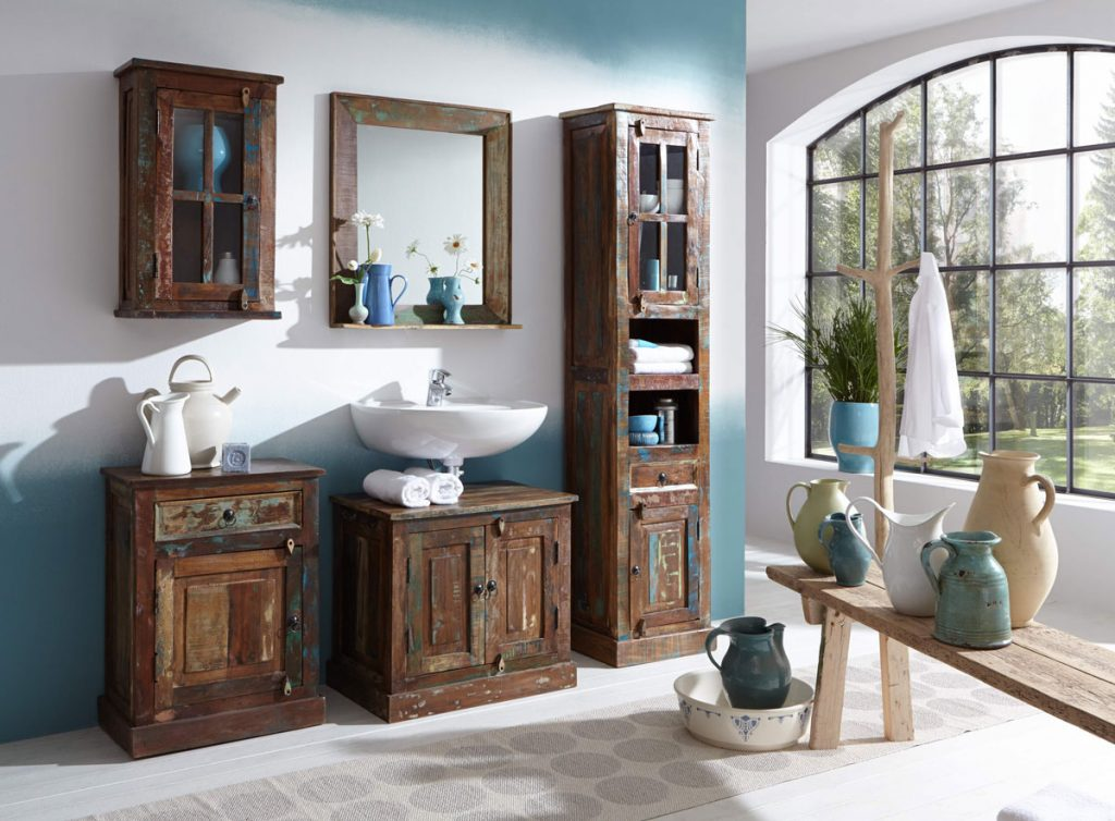 kúpeľňa s recyklovaným nábytkom, ktorý pochádza z kuchynskej zostavy