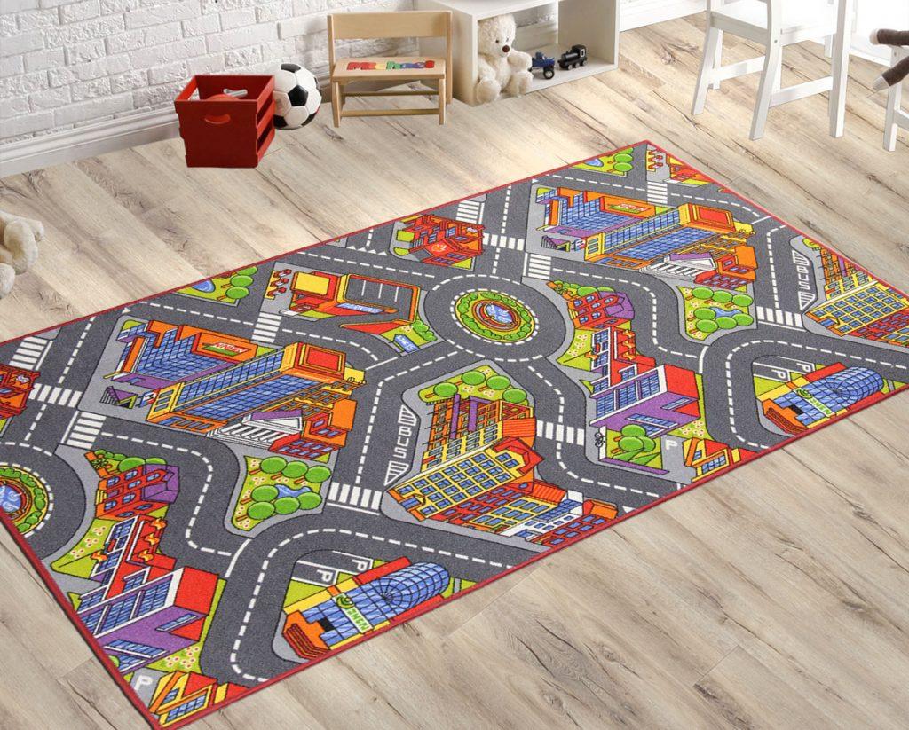 detský koberec s motívom mesta