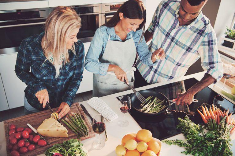 Vďaka týmto varným doskám si varenie užijú aj tí, ktorých postávanie za sporákom nebaví!