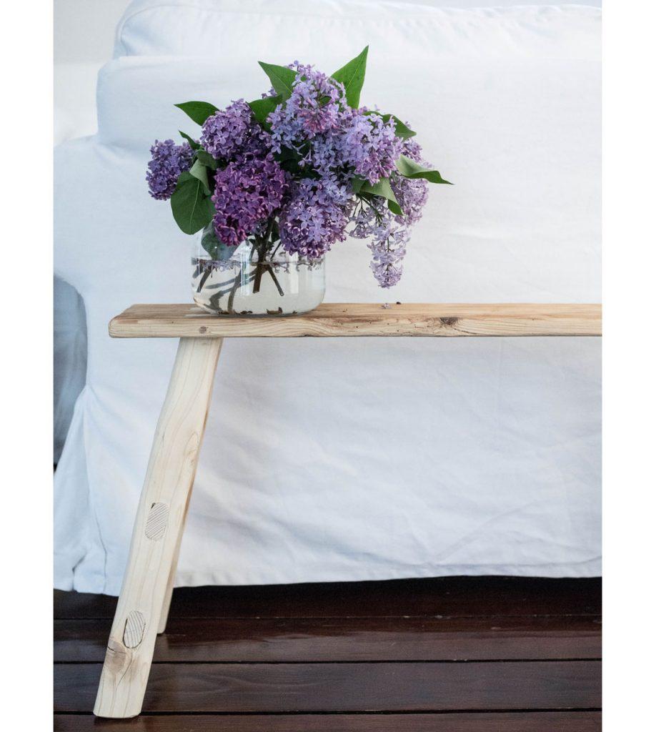 drevený stolček od 50 Arches