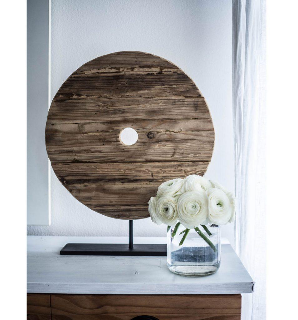 masívny okrúhly drevený svietnik od 50 Arches