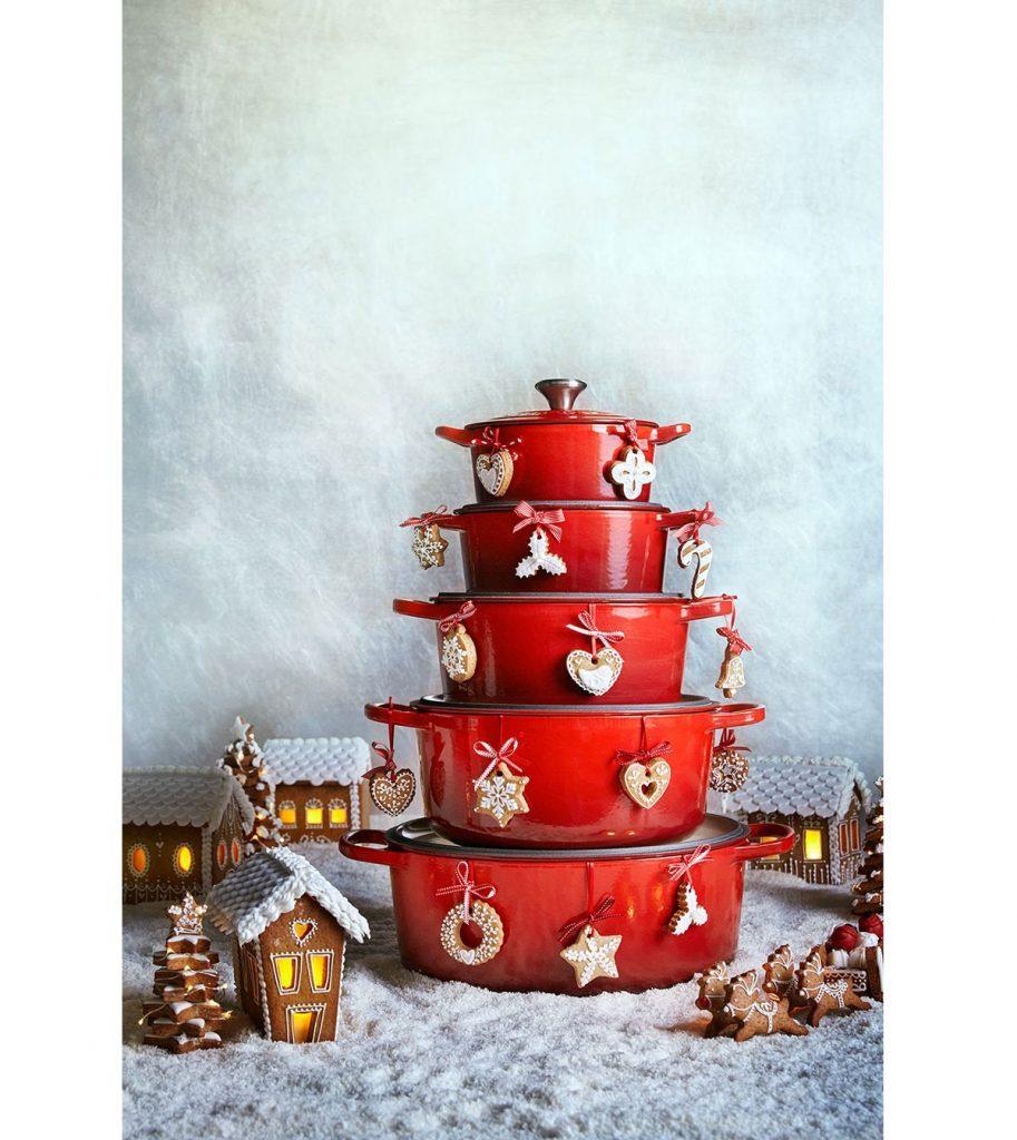 smaltované vianočné hrnce v čerešňovo červenej farbe