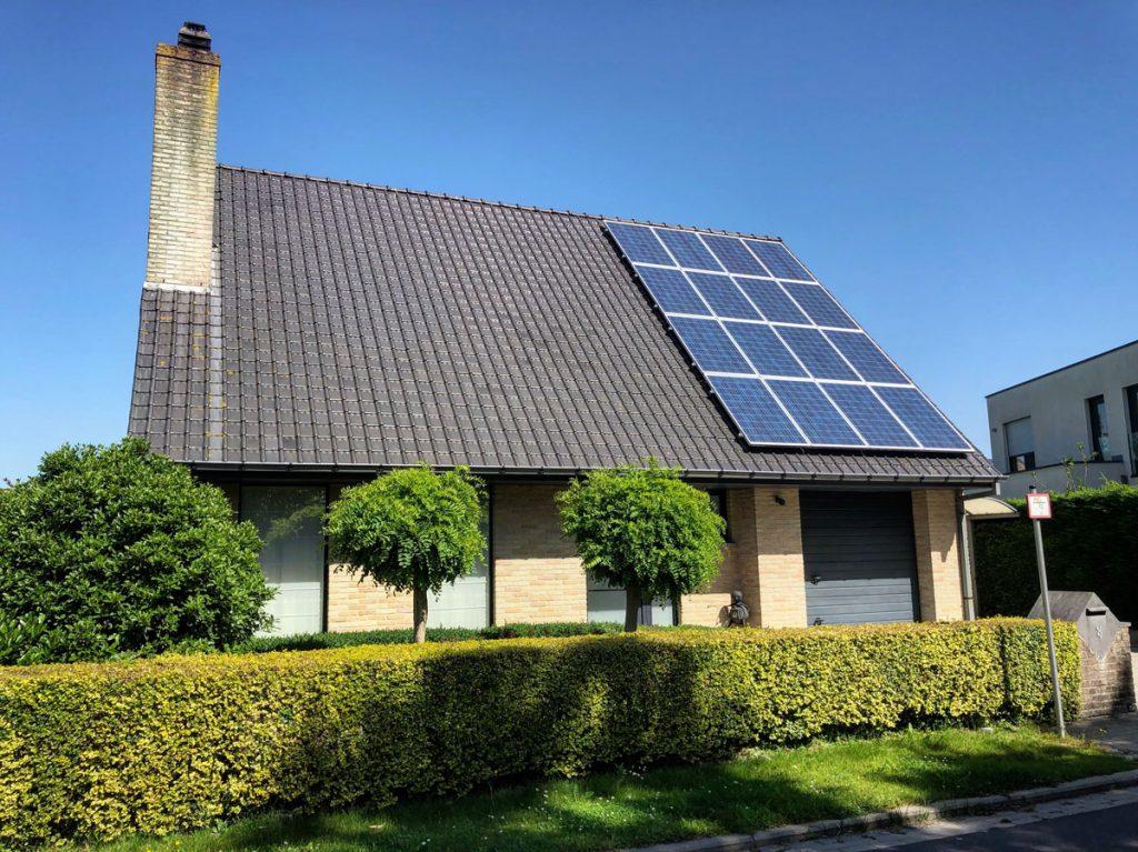 rodinný dom s fotovoltickými panelmi