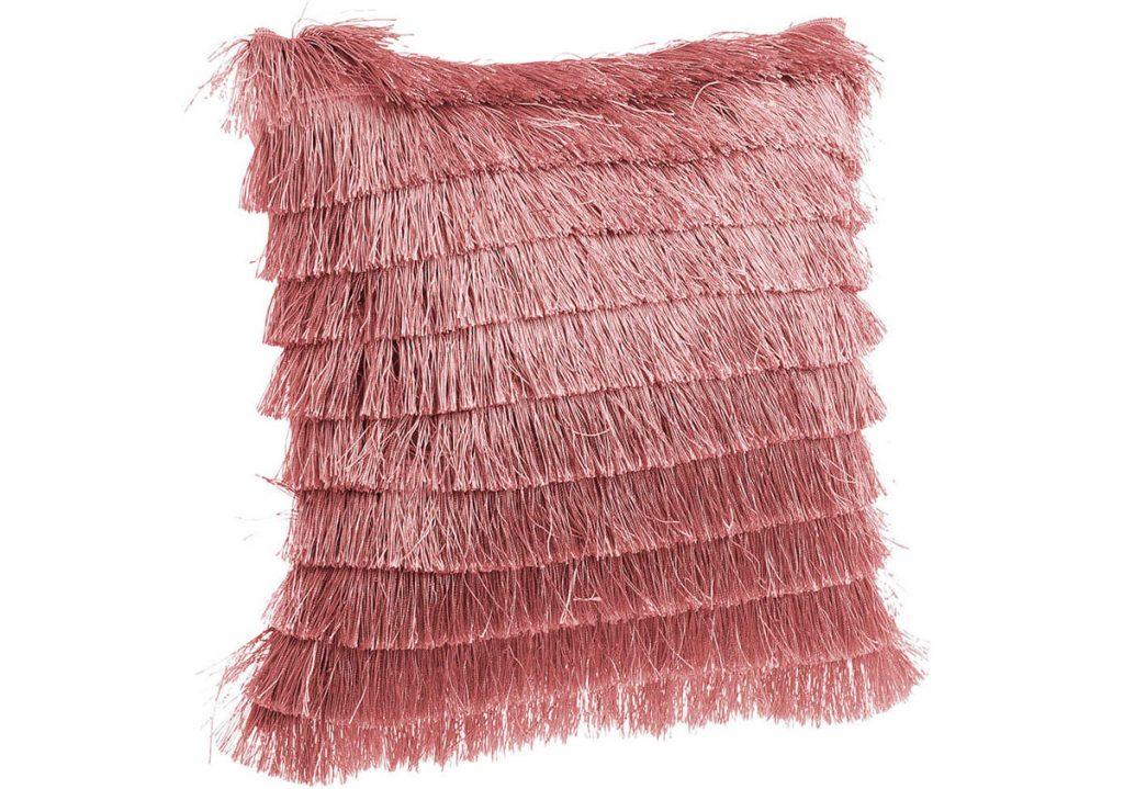 vankúš vo farbe ružového vína so strapcami