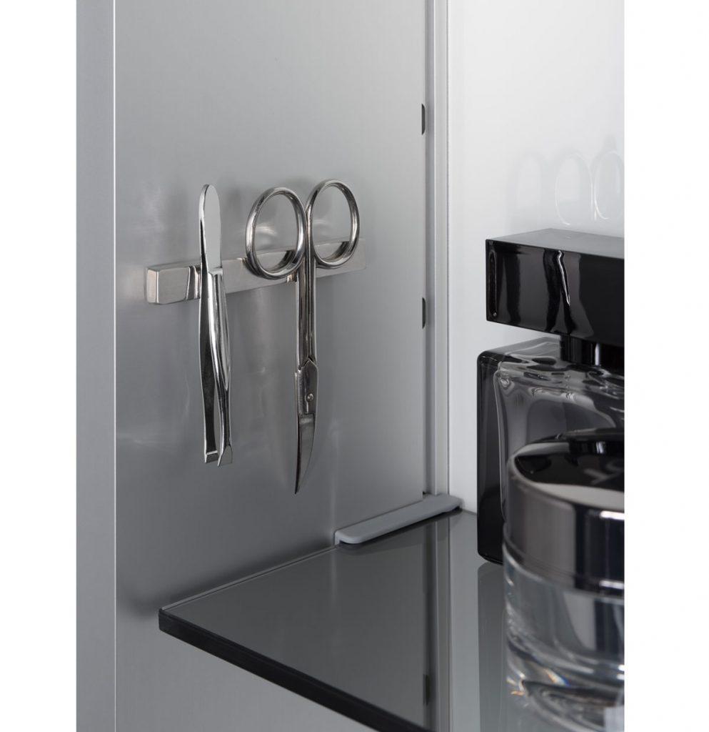 magnetická lišta do kúpeľne na uloženie manikúrových nožničiak, pinzety, či holiaceho strojčeka