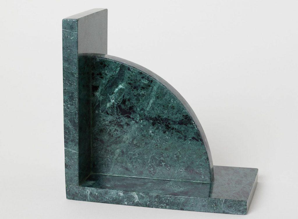 mramorová zarážka na knihy v zelenej farbe