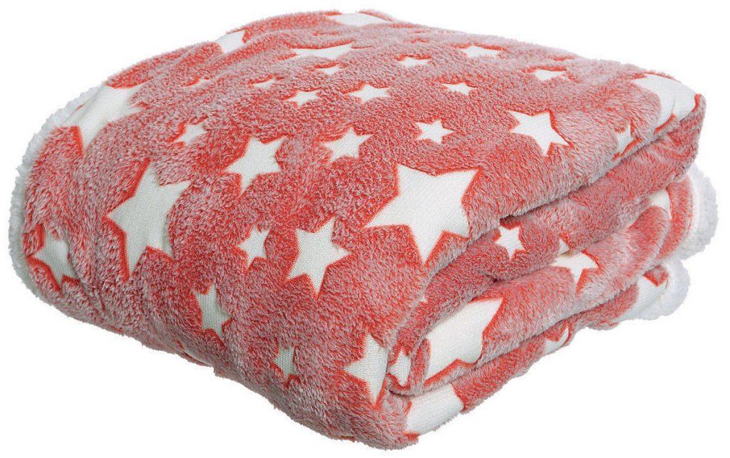 červená deka s hviezdičkami