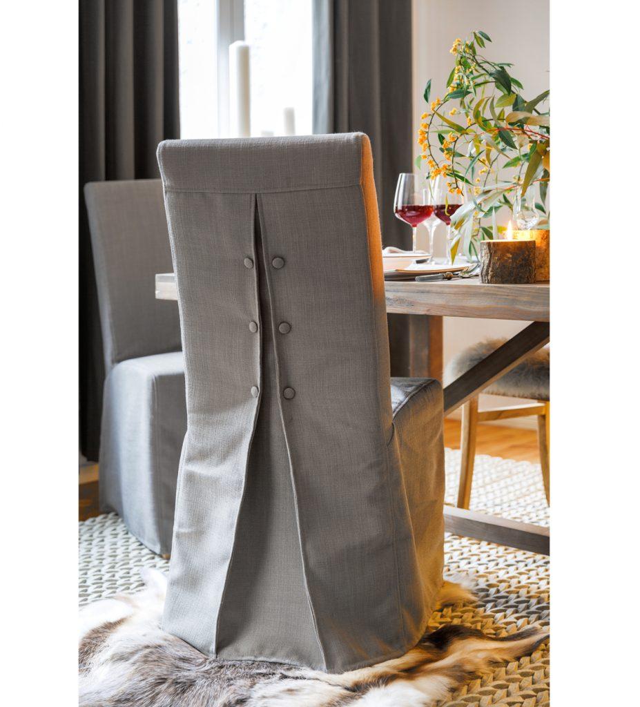 stoličky so sviatočnými textilnými návlekmi