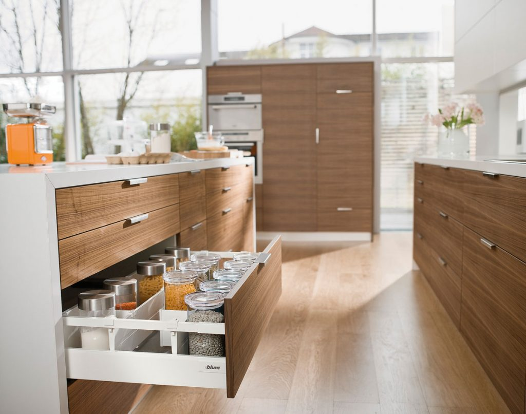 kuchynský ostrovček s úložnými šuflíkmi