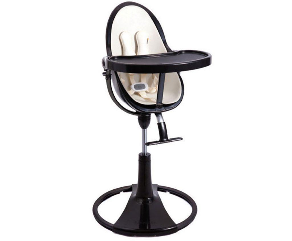 detská tmavá plastová stolička využiteľná aj ako ležadlo