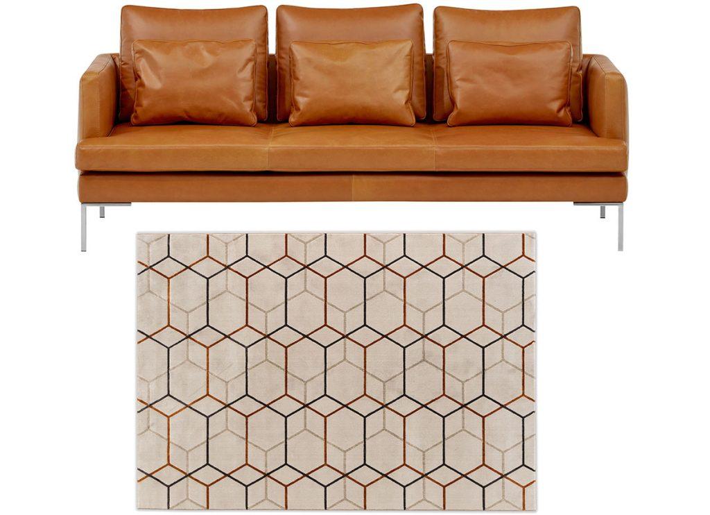 kožená sedačka a koberec s geometrickým vzorom