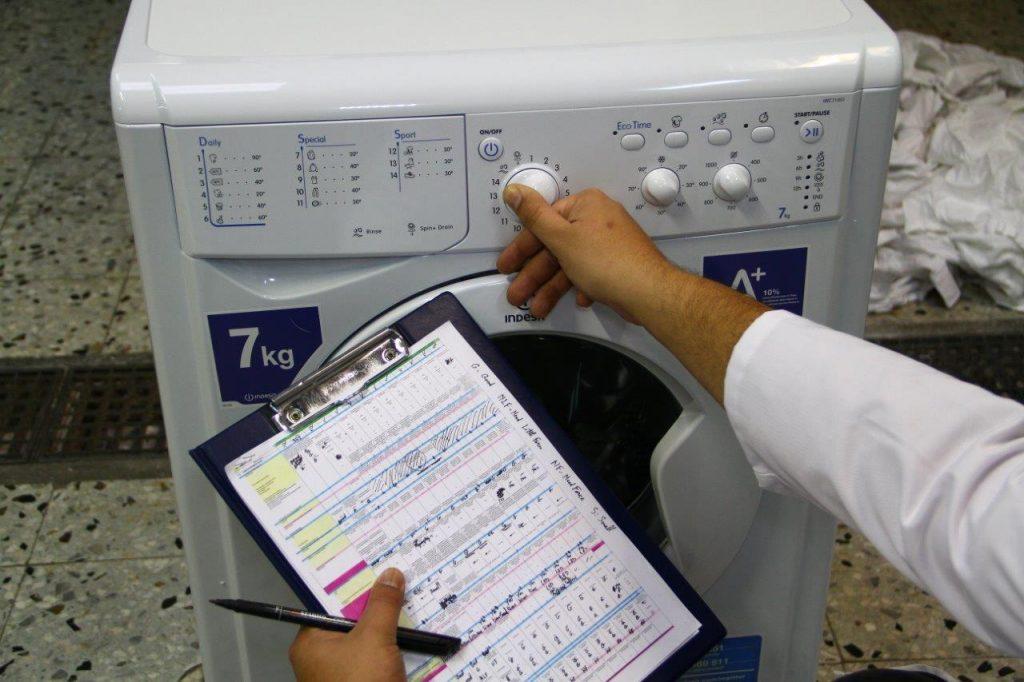 laboratórny test práčok kombinovaných so sušičkou