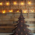 alternatívny vianočný stromček vyrezaný z dreva
