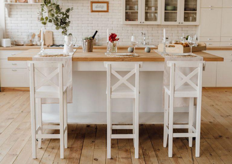 Posedenie na vysokej nohe: Barová stolička na 12 spôsobov