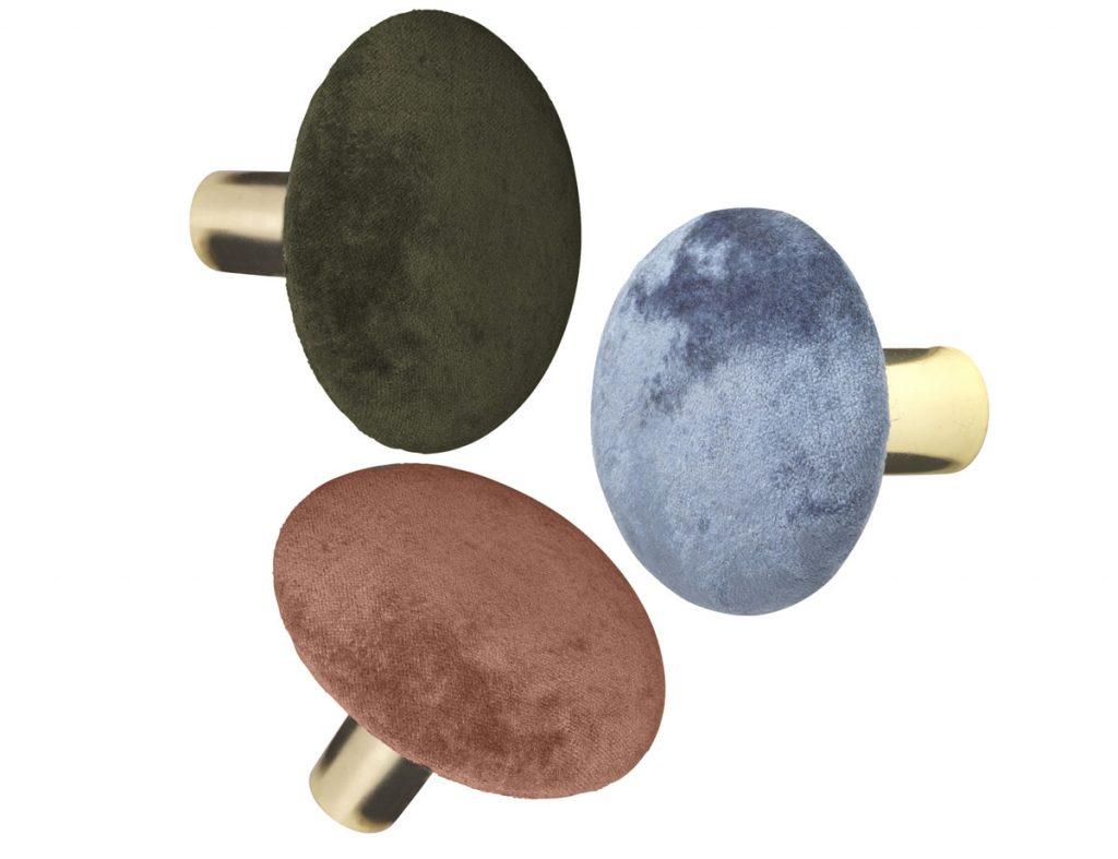 zamatové nástenné háčiky v zelenej, hnedej a sivej farbe