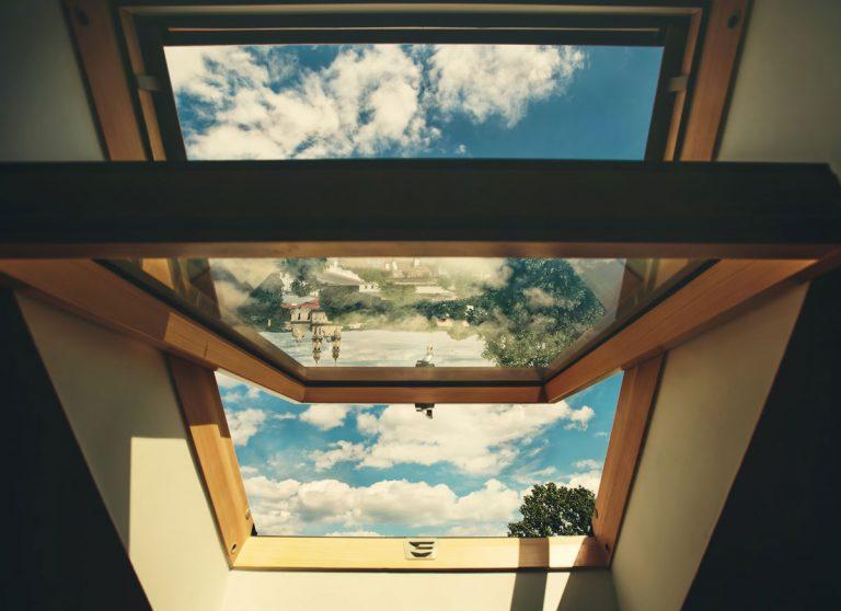 Za akých podmienok možno inštalovať strešné okno?