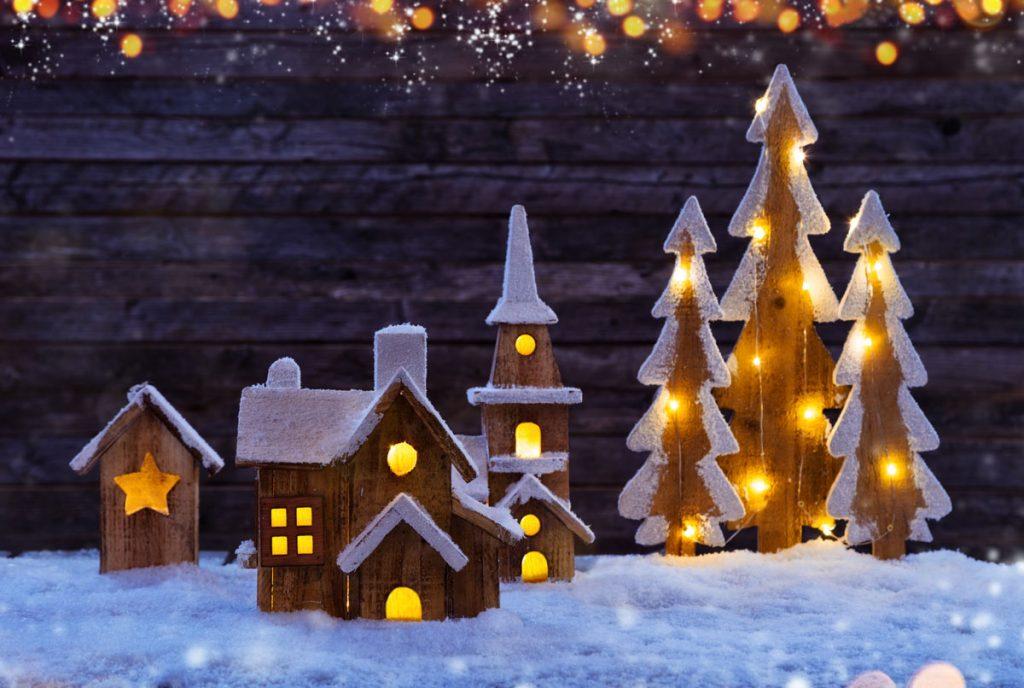 vianočná dedinka vyrobená z dreva