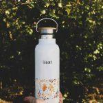 smaltovaná fľaša s motívom jesenných listov