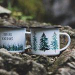 smaltované hrnčeky značky Ľúbené s motívom hôr a lesa