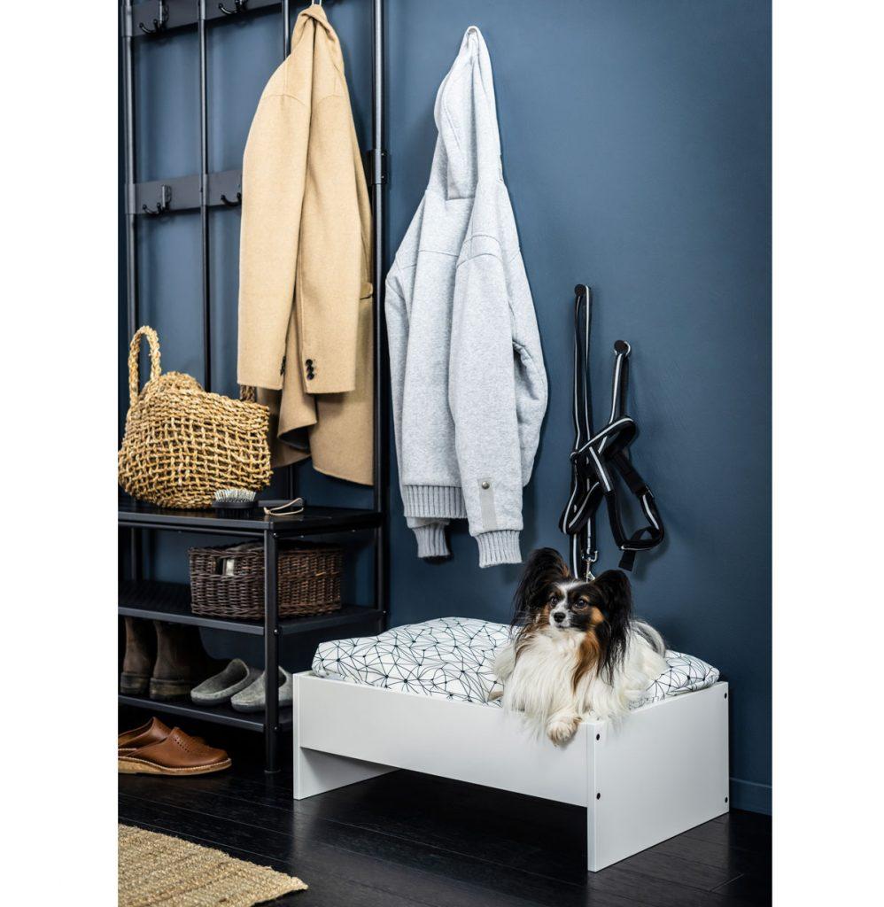 posteľ pre psa vyrobená zo starých políc