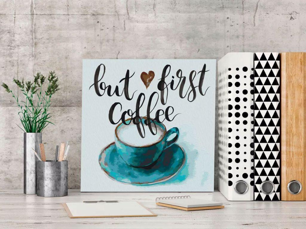 Maľovanie podľa čísel: obraz kávy na pracovnom stole