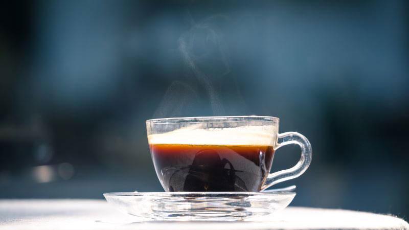 čierny čaj s alkoholom proti prechladnutiu a chrípke