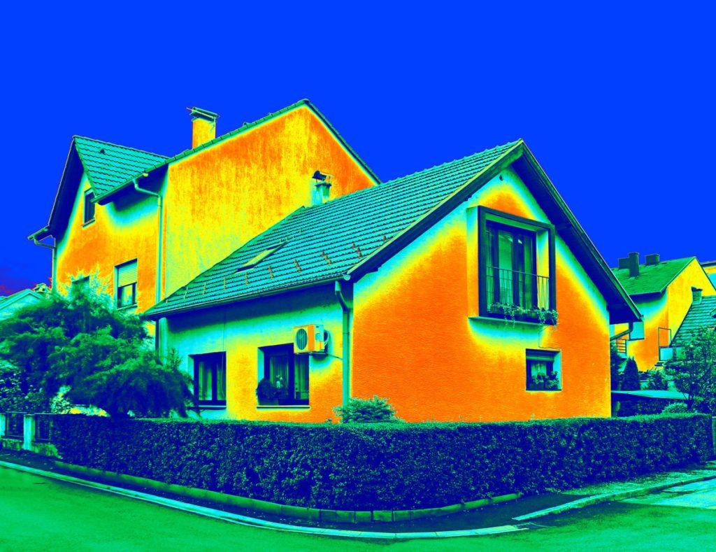 Ako ušetriť na dodávke tepla: zisťovanie tepelných mostov na rodinnom dome pomocou termovízie.