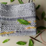 Sivý pletený koberček od Uniki.