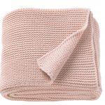pletená deka v púdrovo ružovej farbe