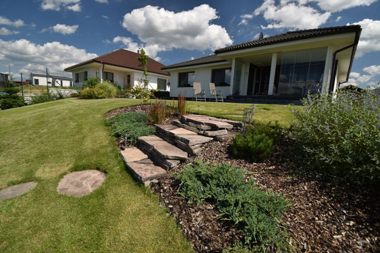 Zakladať záhradu svojpomocne alebo s odborníkom? (3. realizácia)