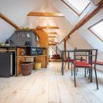 Tradičná zrekonštruovaná chalupa s podkrovnou kuchyňou.