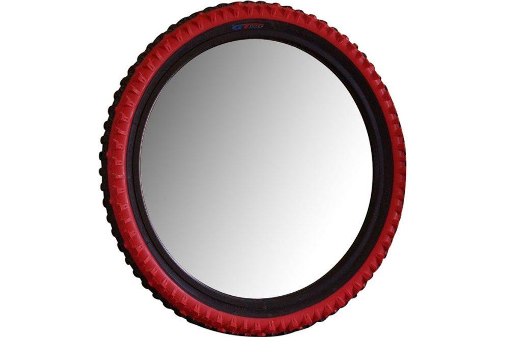 zrecyklovanie pneumatiky z bicykla na výrobu zrkadlového rámu