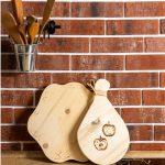 Ručne vyrobene drevené lopáriky s gravírovaným motívom jablka a kvetiny z dielen ChopperArt.