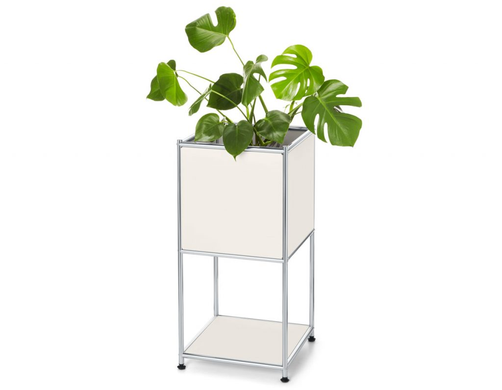 úložné priestory: odkladací modul s kvetináčom a poličkou.