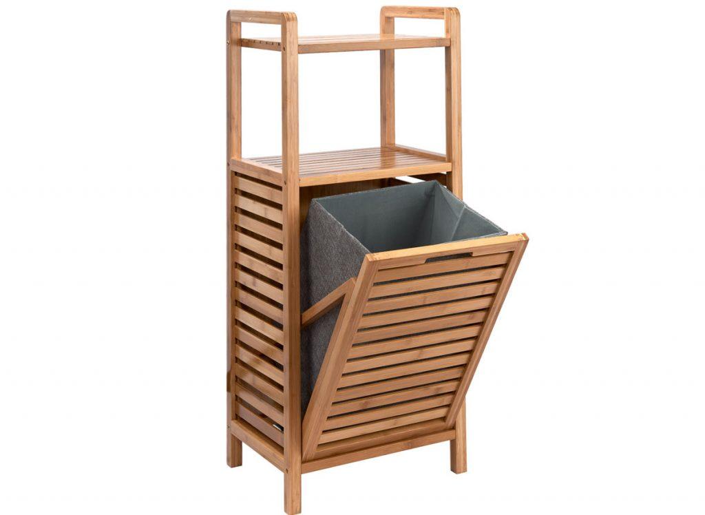 úložné priestory: Drevený regál s košom na bielizeň.