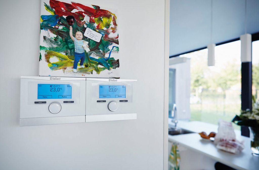 Regulátor multiMATIC 700 pre tepelné čerpadlo v nízkoenergetickom dome