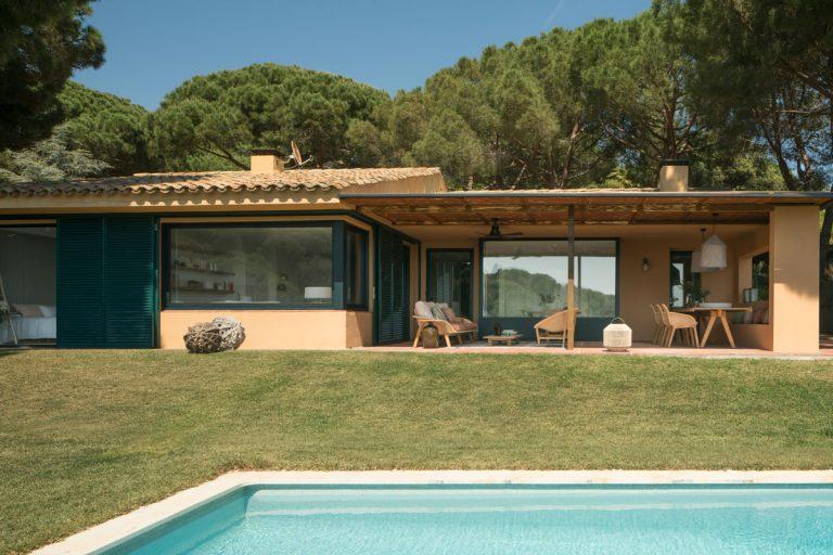 Ohurujúce dovolenkové sídlo vsadené do prímorskej krajiny Katalánska
