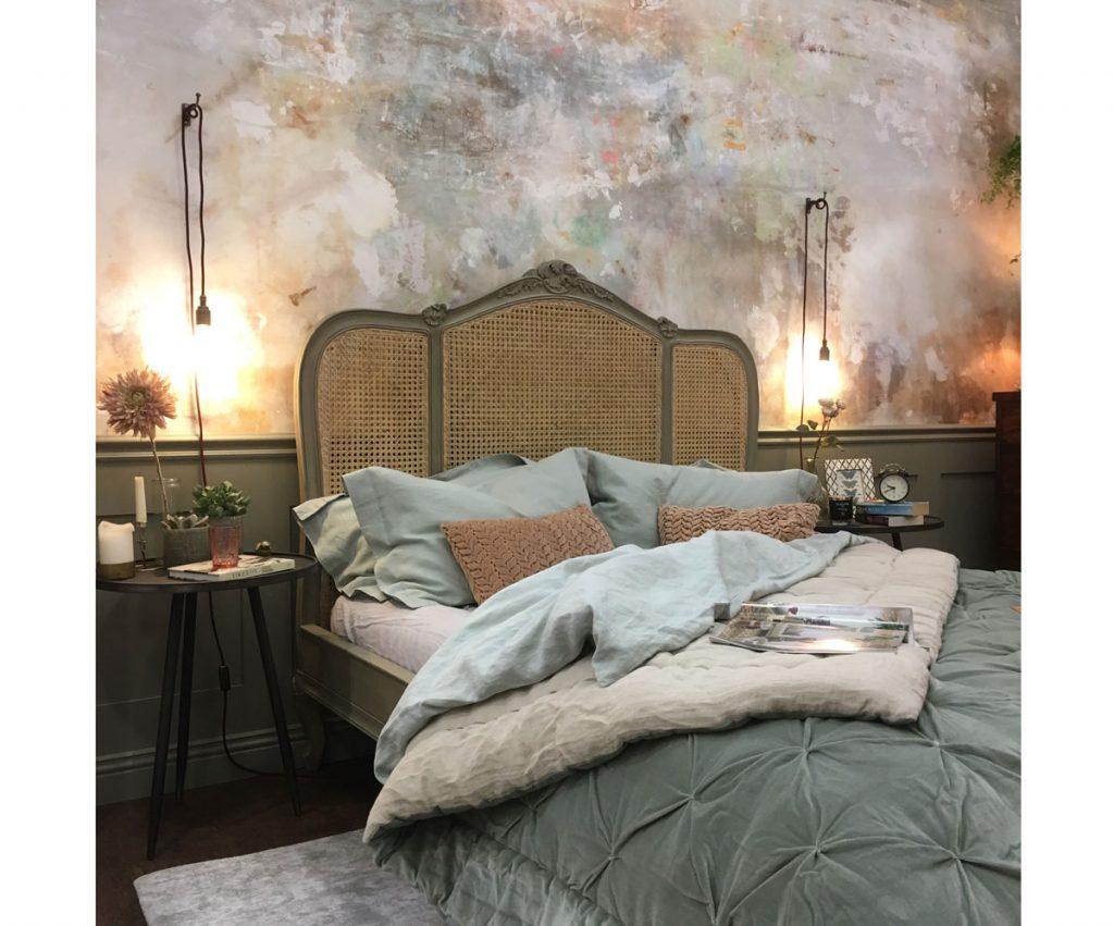 Ratanová posteľ