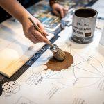 maľovanie stolíka kriedovými farbami
