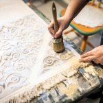 maľovanie koberca kriedovými farbami cez šablónu