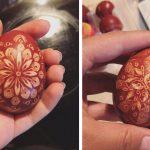 veľkonočné vajíčka farbené cibuľovými šupkami